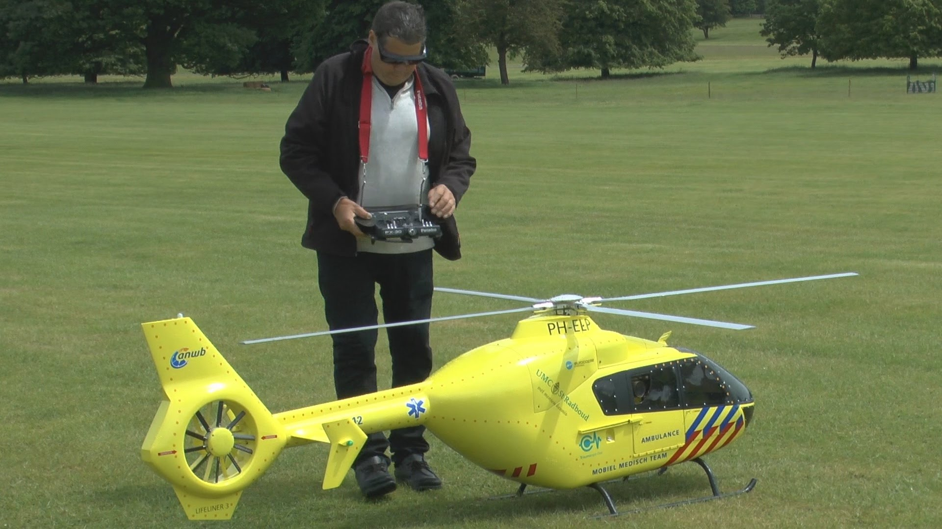 Get A Load Of This Amazing Jet Engine Powered Big Scale RC Heli!
